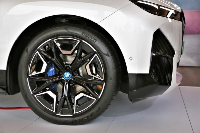 En casa, un BMW completamente diferente.  ¡Mostramos el precio!  2