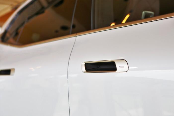 En casa, un BMW completamente diferente.  ¡Mostramos el precio!  5