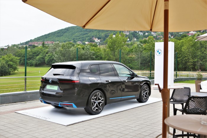 En casa, un BMW completamente diferente.  ¡Mostramos el precio!  3