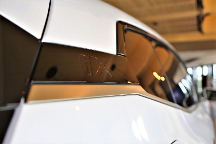 En casa, un BMW completamente diferente.  ¡Mostramos el precio!  4