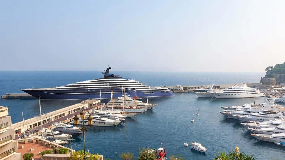 Mindent elhomályosító luxussal jön a világ legnagyobb jachtja 1