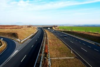 Ennyiből épül 1 kilométer autópálya Magyarországon