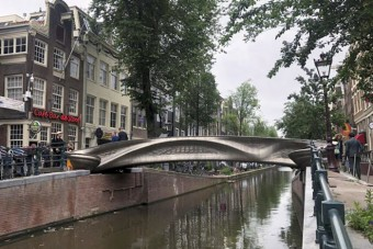 Átadták az első 3D-s nyomtatással készült hidat