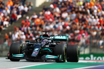 Hamilton: Mérföldekre vagyunk a Red Bulltól