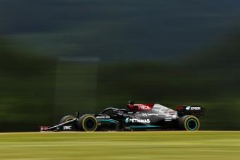 F1: Visszavágott a Mercedes a szemerkélő esőben