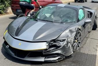 Összetörték a világ egyik legdrágább Ferrariját