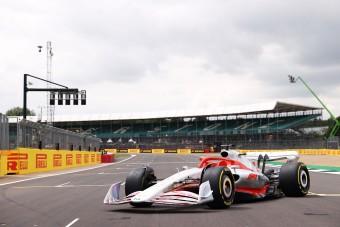 Ricciardo leszarozta az új F1-es autót?