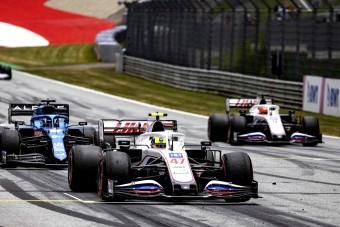 F1: Elismerték, Schumacher jobb autót kap csapattársánál
