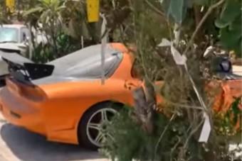 Szomorú látvány: utcán rohaszt rengeteg kultikus autót egy gyűjtő
