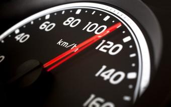 Oroszország nem lassít, 150 km/órára emelik a sebességhatárt