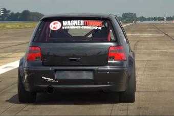 Élmény nézni, ahogy az 1200 lóerős Volkswagen Golf hasít