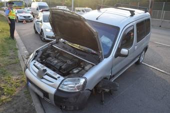 Büntetőfékezés miatt kenődött falra egy autós az M3-ason