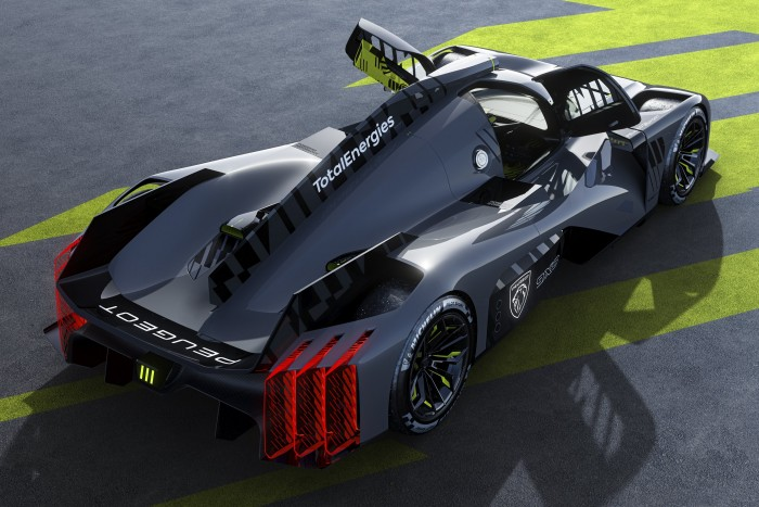 Peugeot 2 attacks with a 680 horsepower Batmobile