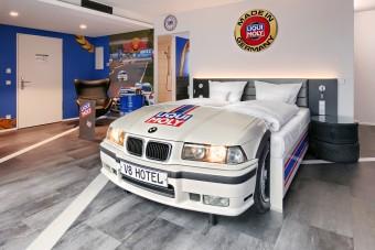 A legnagyobb autóbolondok is gyerekké változnak ebben a hotelben