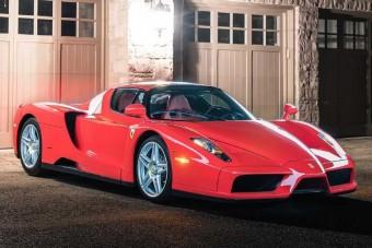 Több mint egymilliárdot fizettek ezért a Ferrariért