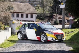 Megválik versenyautójától Sébastien Loeb