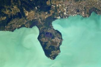 Így néz ki a Balaton az űrből fotózva