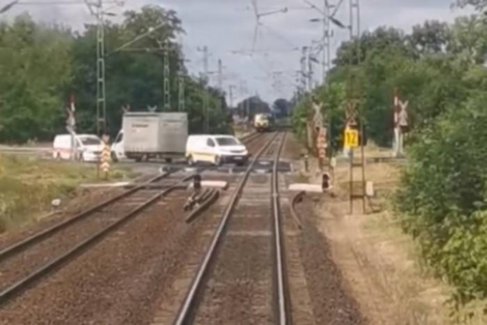 Magyar mozdonyvezető mutatja meg miért nincs katasztrófa, ha nem működik a jelzőberendezés