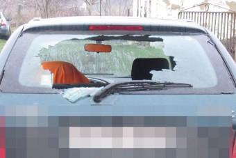 Baltával esett neki ismerőse autójának, miután összeszólalkoztak