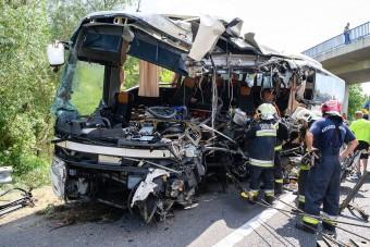 Az utasok elmondták, mi okozhatta az M7-esen a buszbalesetet