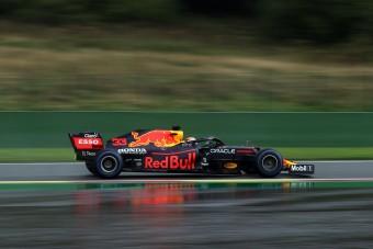 F1: Hatalmas baleset az időmérőn, Verstappen a pole-ban Russell előtt