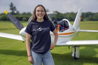 Egyedül repüli körbe a Földet egy 19 éves lány