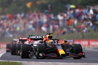 F1: Megint egy Mercedes szúrt ki Verstappennel