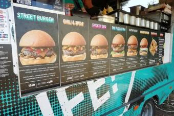 Ennyibe kerül egy hamburger az idei legnagyobb fesztiválon