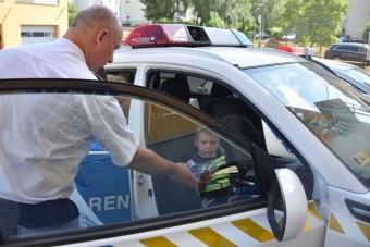 Rendőrautóba ülhetett, teljesült egy kisfiú álma