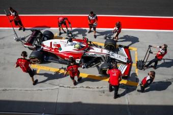 Új pilóta debütált az F1-ben