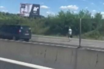 Kiszállt a kocsiból, gyalog indult Budapest felé az M7-esen egy férfi