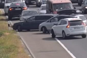 Eszelős jelenetek, tömeges szabályszegést vettek fel két magyar autópályán