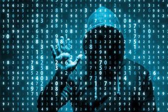 Hadat üzen a hackereknek az autóipar