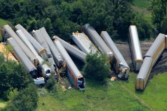 450 autó vesztét is okozhatta a vonatbaleset
