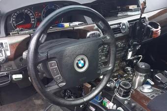Filléres kínai kütyükkel szórták tele az egykor elegáns BMW belterét