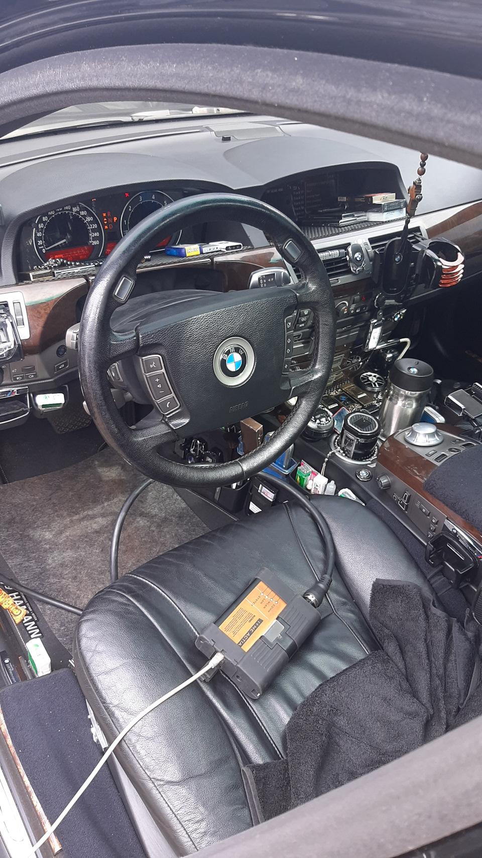 Filléres kínai kütyükkel szórták tele az egykor elegáns BMW belterét 3