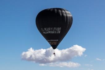 Napenergiával, láng nélkül repül ez a hőlégballon