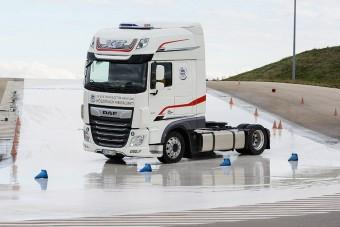 Kétmillió forintot kap a legjobb magyar kamionos