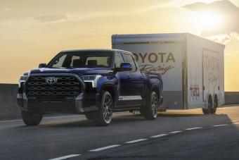 Így vontat, így vonul terepen a legújabb Toyota
