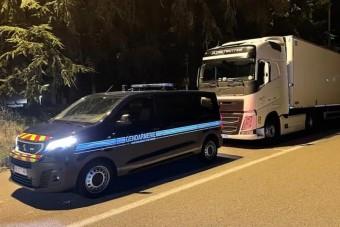 145 km/órával száguldó kamionost kapcsoltak le