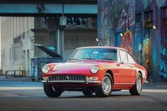 Azonnal túrára indulnánk egy ilyen Ferrarival