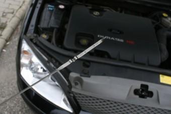 Frissen vett használt autóm eszi az olajat, kit perelhetek?