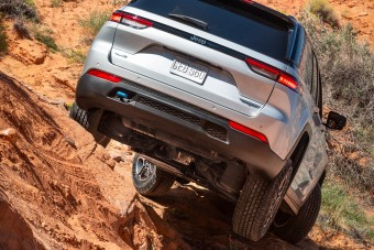 Videón a vadonatúj Jeep Grand Cherokee