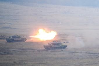 Látványosan akcióztak a Magyar Honvédség legdurvább harcjárművei