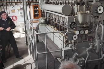 Így indul egy II. világháborús német tengeralattjáró dízelmotorja
