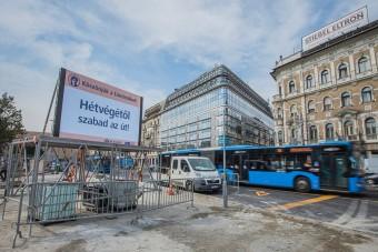 Visszaáll a forgalmi rend a Blaha Lujza téren