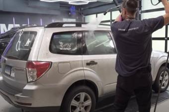 Így takarítanak ki profik egy pokolian mocskos autót