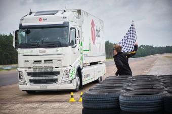 Durva világrekordot állítottak fel ezzel a villany Volvo teherautóval