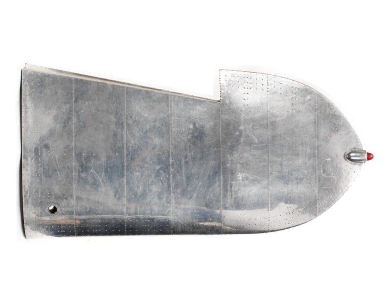 Menő íróasztal lett a XX. század legendás repülőjének szárnyából 2