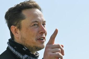 Elon Musk megtrollkodta Jeff Bezost